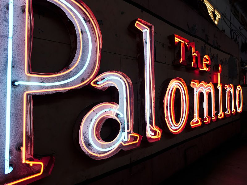 Palomino_neon_sign_at_Valley_Relics_Museum_2017-05-07